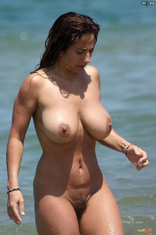 [Boobs] Dripping wet