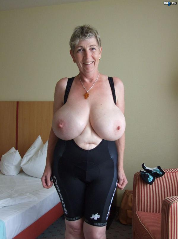 [Boobs] Very big breasted mature