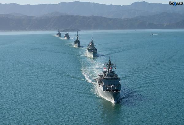 [Pics] After a 7.8 earthquake in NZ, warships arriving for anniversary celebrations rerouted to help with disaster relief. From