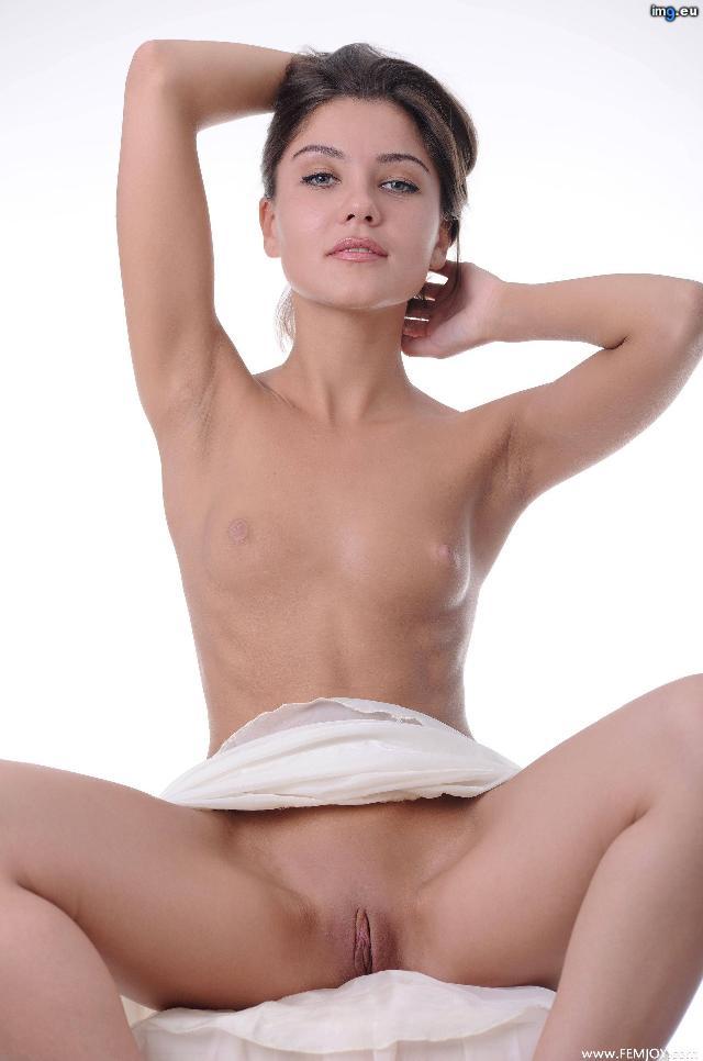 фото девушки с плоской грудью